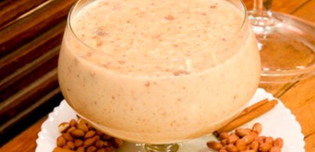 Canjica cremosa com amendoim