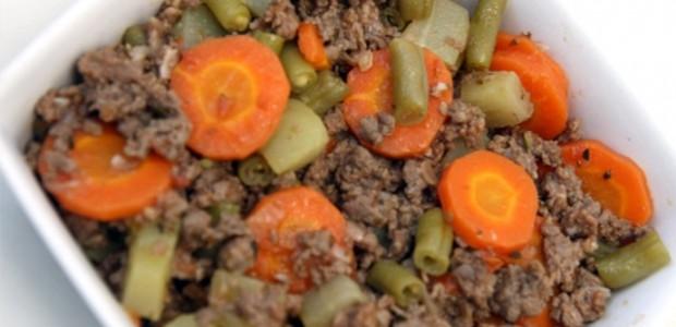 Carne moída com batata e cenoura