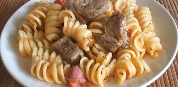 Massa com Carne e Salsicha