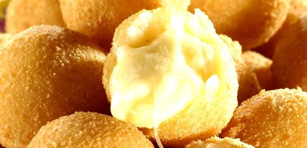 Receita Bolinho de Milho Recheio de Queijo