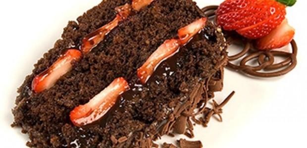 Receita Bolo de Chocolate com Recheio de Morango