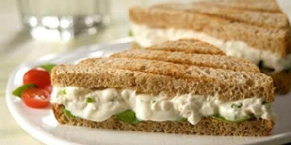 Sanduíche com Queijo e Peito de Perú