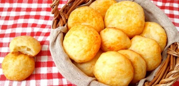 Pão de queijo caseiro rápido e fácil