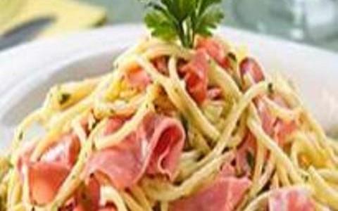 Espaguete à Bolonhesa de Mortadela