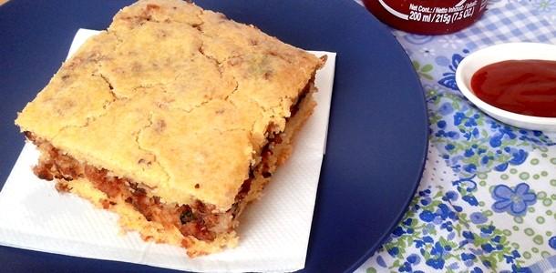 Torta Salgada de Fubá com Linguiça