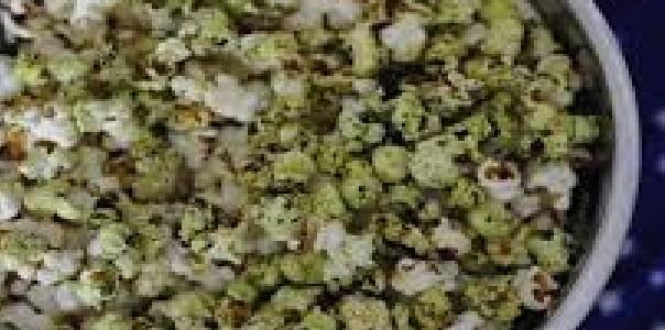 Pipoca ao Pesto com Manjericão
