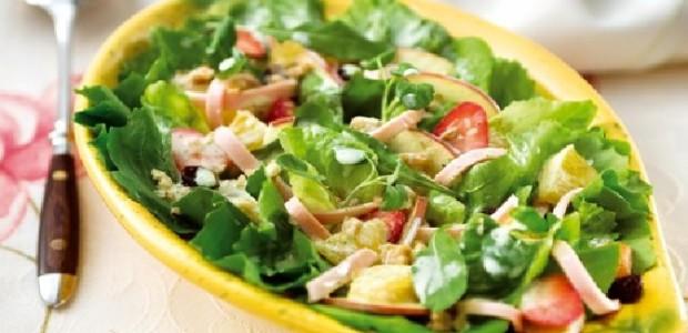 Salada com Molho de Iogurte