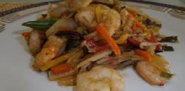 Camarão com Legumes Asiáticos