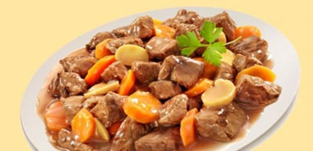 Picado de carne com batata e cenoura