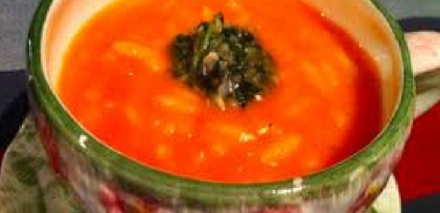 Sopa Quente de Tomate com Manjericão