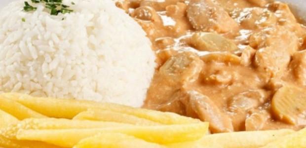 Estrogonofe com Queijo e Batata Frita