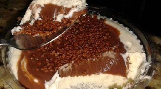 Bolo de Chocolate com recheio de leite ninho